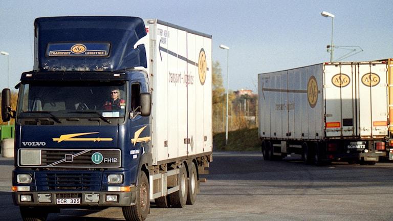Två lastbilar i Västberga strax söder om centrala Stockholm