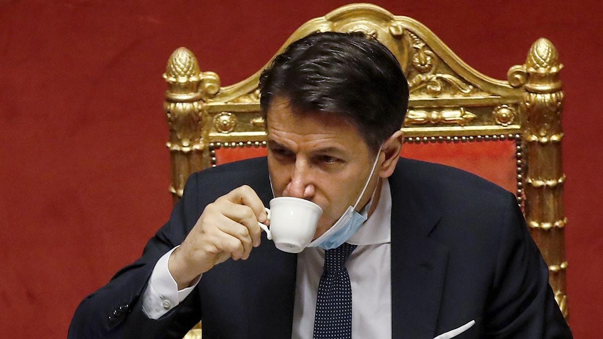 Efter oenighet om coronapengar: Nu avgörs Italienska regeringens framtid