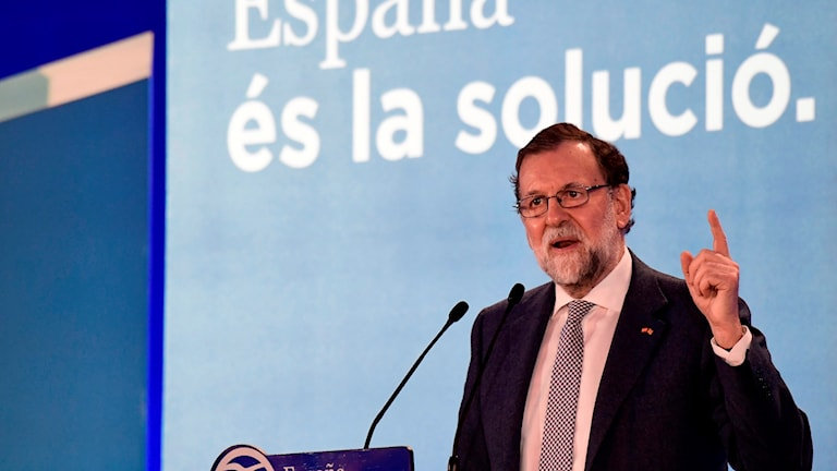 Spaniens premiärminister Mariano Rajoy håller valtal inför nyvalet i Katalonien.