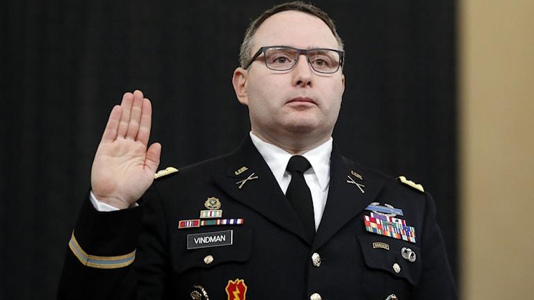 Huvudvittnet i dagens förhör är överstelöjtnant Alexander Vindman som tillhör Vita husets egen Ukraina-expert.