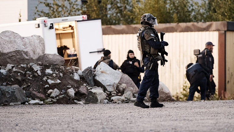 Polis vapen och skyddsutrustning.