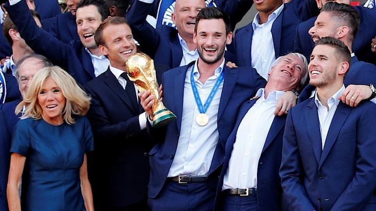 Frankrikes fotbollshjältar firades i Paris