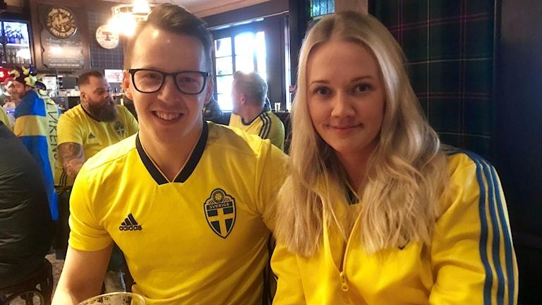 Svenska fotbollsfans på pub i Oslo