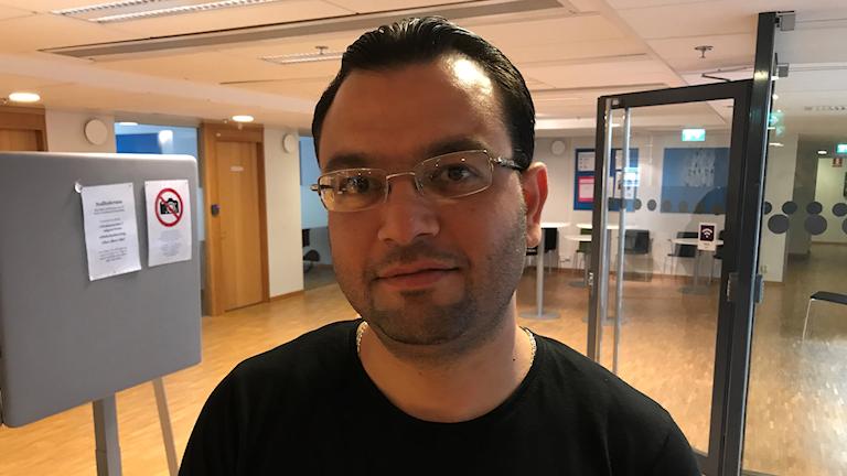Wasem Keblawi har 15 års erfarenhet som rörmokare i Syrien men har inte fått något arbete i Sverige. Foto: Anders Jelmin/Sveriges Radio