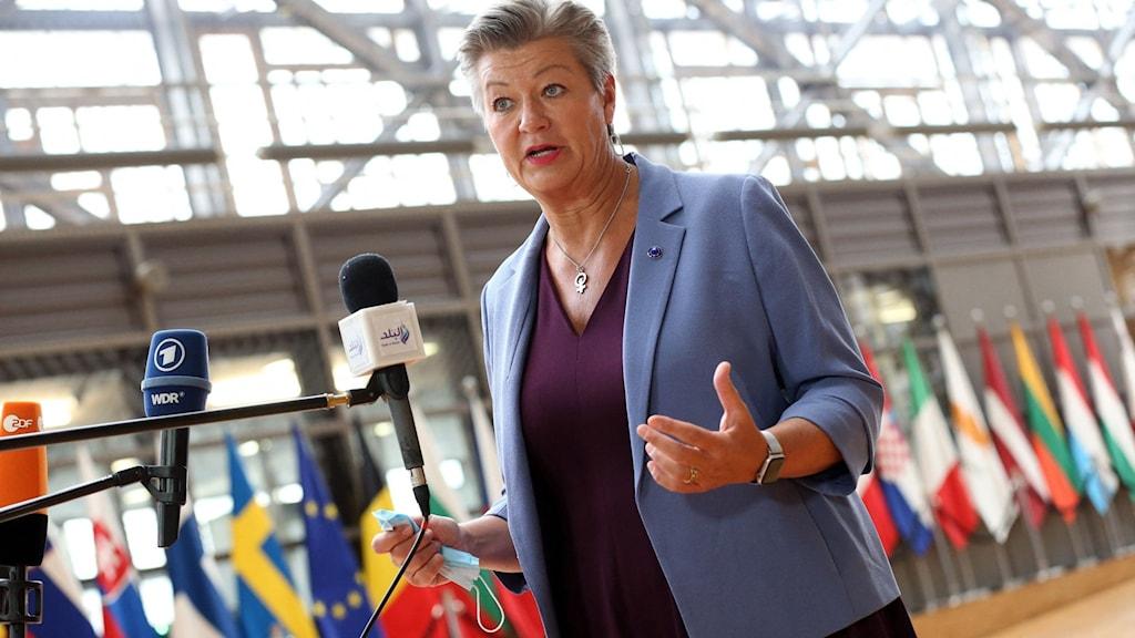 EU:s migrationskommissionär Ylva Johansson på ett pressmöte i Bryssel