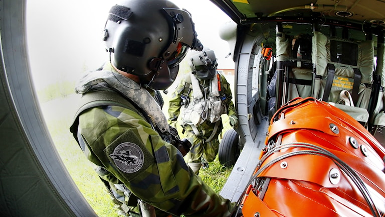 Brandbekämpning från luften med Försvarsmaktens Helikopter 16, Foto: Stefan Jerrevång/TT