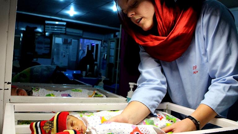 Vård av tidigt födda barn i Khost i Afghanistan precis på gränsen till Pakistan.
