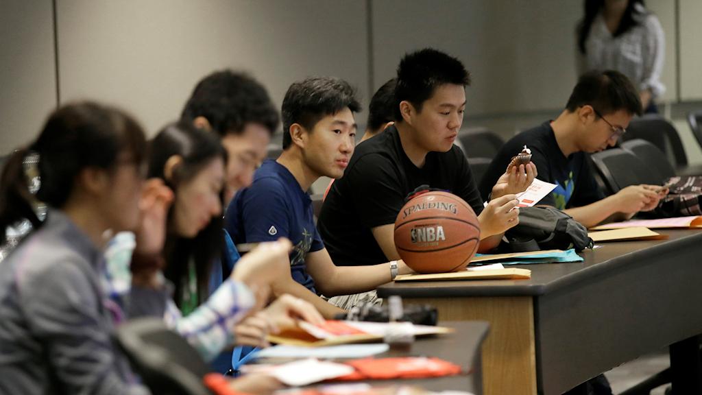 Studenter från Kina läser på Texas universitetet.