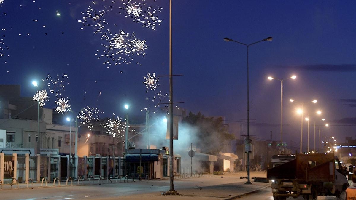 Hundratals gripna i protester i Tunisien