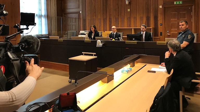 Pressträff om domen mot Telia-cheferna: Tomas Zander, rådman, rättens ordförande, domare Anna Liljenberg Gullesjö och tingsnotarie John Gustafsson.