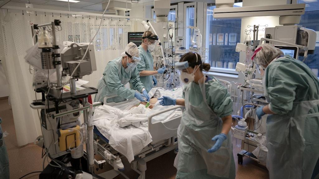 Efter hjärt- och kärlsjukdomar och cancer så var covid-19 var den tredje vanligaste dödsorsaken i Sverige år 2020.