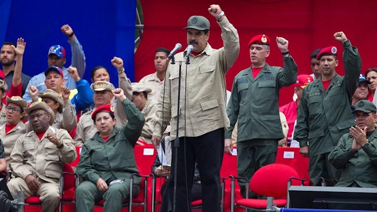 Venezuelas president Nicolas Maduro vill beväpna miliserna.