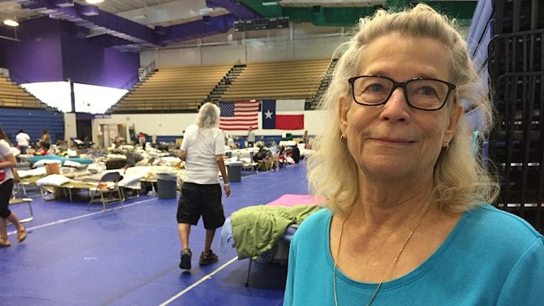 Linda Golden är tillvardags professor i markandsföring. Men sedan i fredags hjälper hon till vid ett katastrofcenter i Austin.