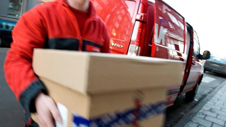 E-handlare satsar på snabbare leveranser och det påverkar transportnäringen.