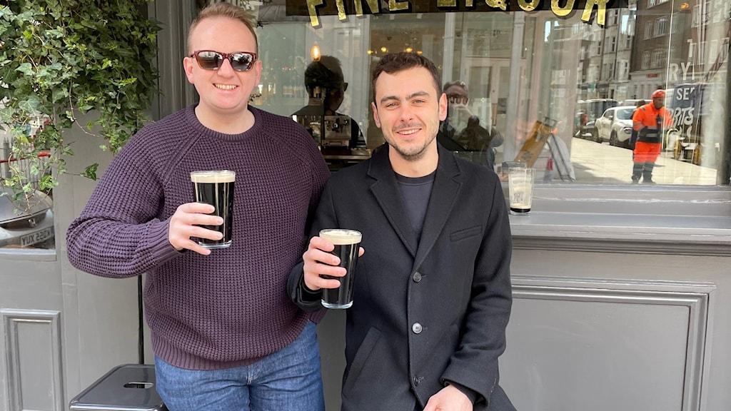"""Kompisarna Tim och Patrick gick till puben. """"En storslagen dag"""", säger Tim."""