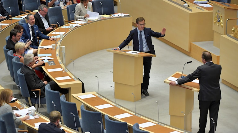 Ulf Kristersson and Stefan Löfven in the parliament.