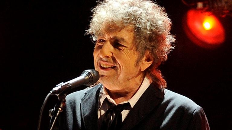 Bob Dylan får årets Nobelpris i litteratur.