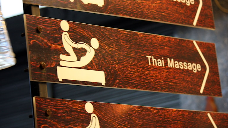Skylt med texten Thai Massage.