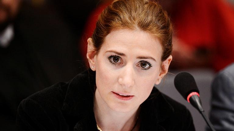 En kvinnas ansikte i närbild.