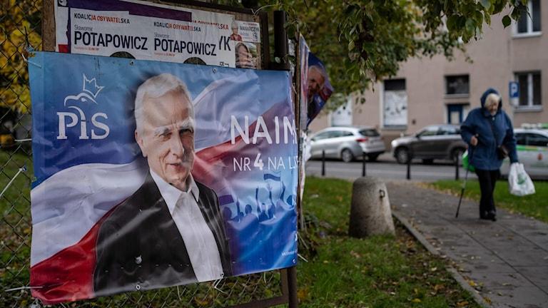 Valaffischer på gatan i Polen