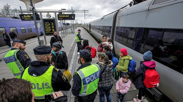 poliser tåg