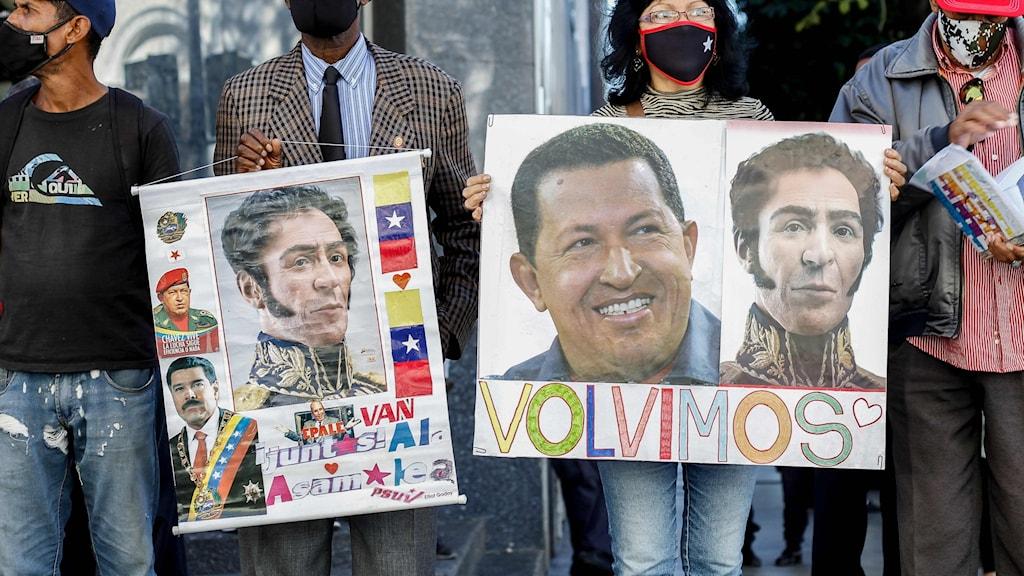Anhängare till president Nicolas Maduro i Venezuela utanför nationalförsamlingen i Caracas