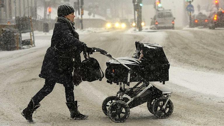 Mamma och barn i barnvagn. Foto: Leif R Jansson/TT