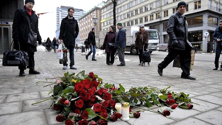 Olof Palmes mordplats på måndagen, 25 år efter mordet. Foto: Jessica Gow/Scanpix.