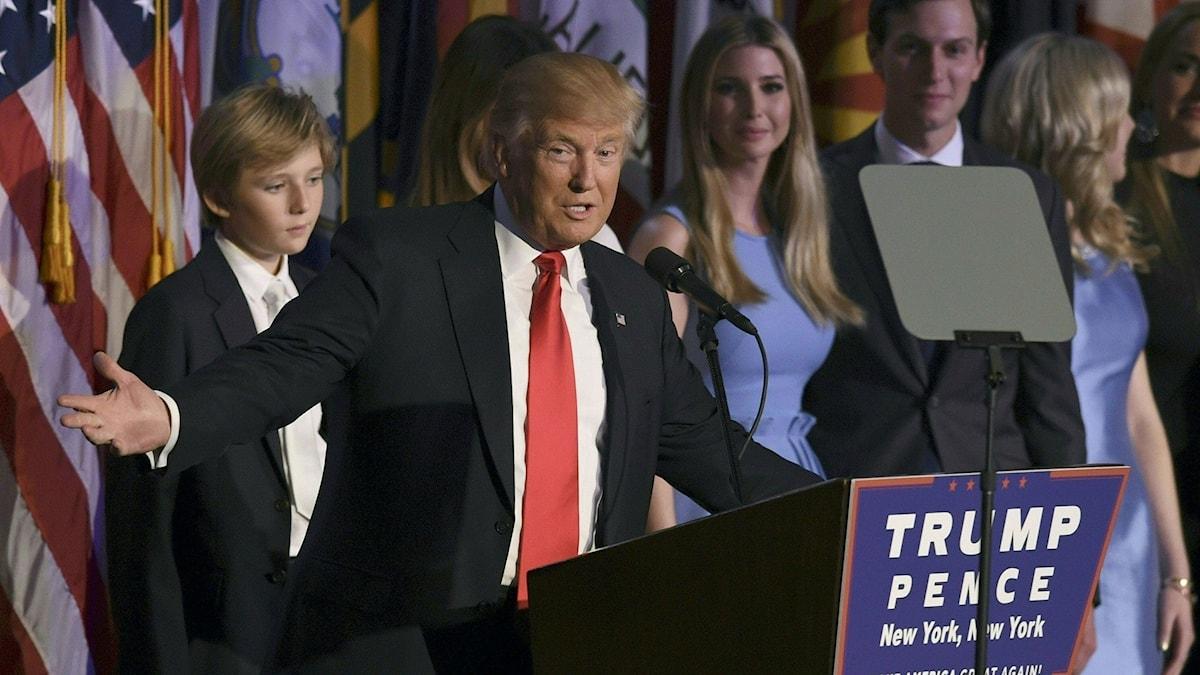 Donald Trump i talarstolen efter att ha vunnit presidentvalet.
