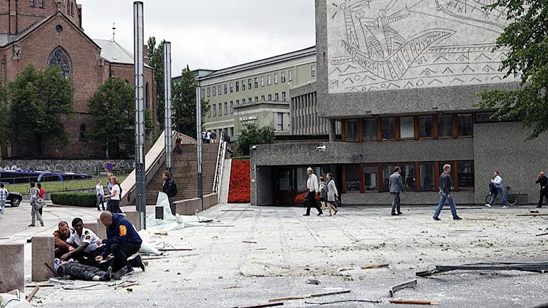 En kraftig explosion i Oslo har skadat flera personer och förstört byggnader i regeringskvarteren. Foto: Marianne Løvland/Scanpix.