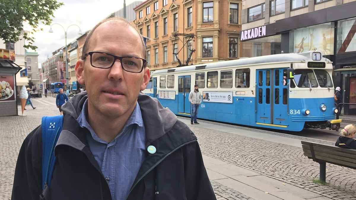 """En ny """"tunnelbana"""" skulle ge nödvändig avlastning för Göteborgs kollektivtrafikknut Brunnsparken, anser Henrik Munck (mp)."""