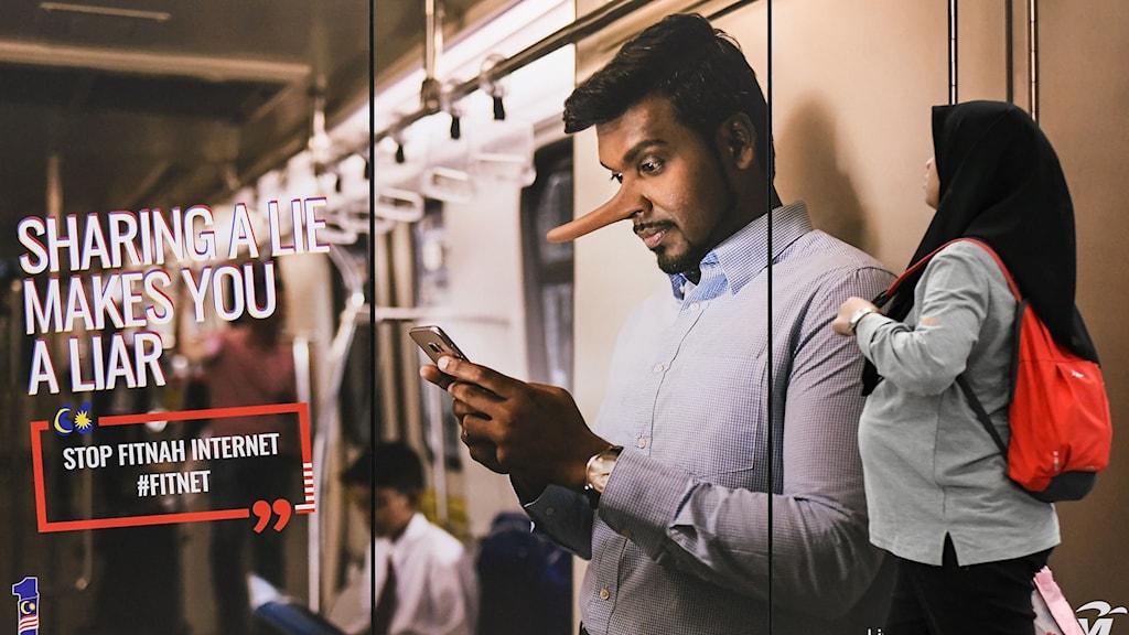 En reklamaffisch på tunnelbanestationen i Kuala Lumpur.