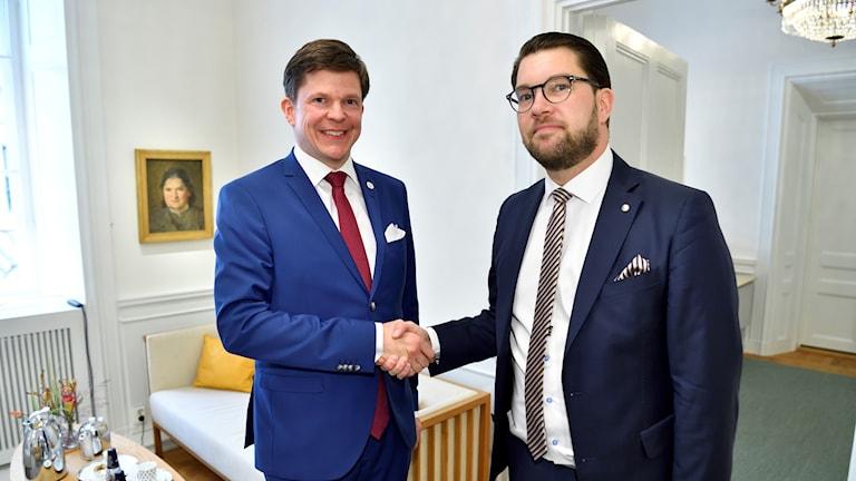 Talman Andreas Norlén tar emot Sverigedemokraternas partiledare Jimmie Åkesson (SD) i riksdagen.