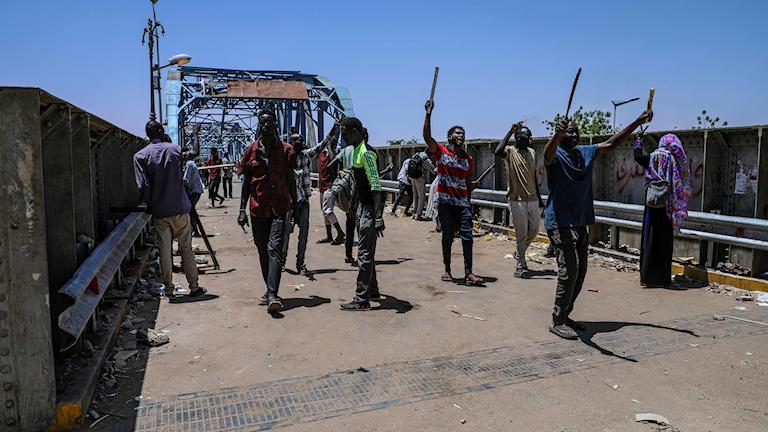 Demonstranter utanför Sudans militärhögkvarter i Khartum förra veckan.