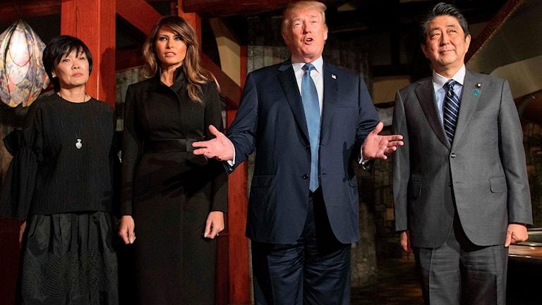 Akie Abe, Melania Trump, Donald Trump och Shinzo Abe.