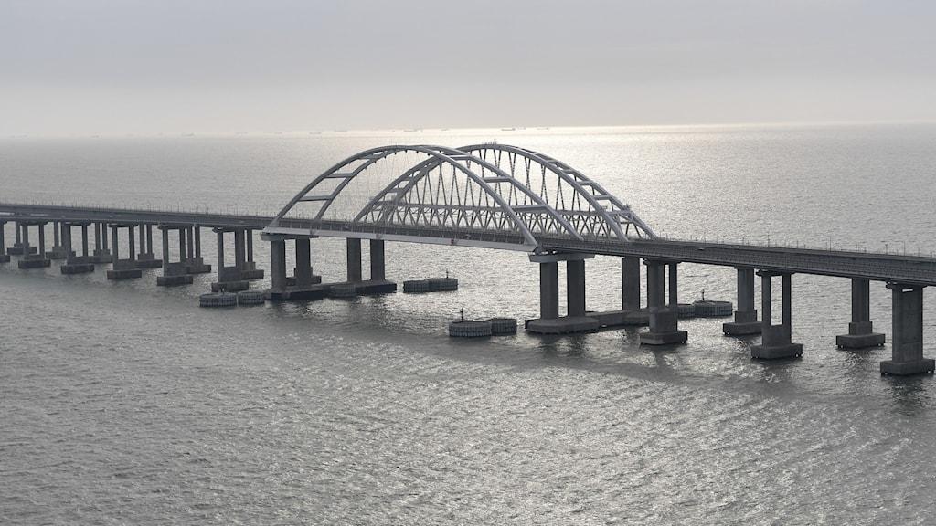 Bron som kopplar samman Ryssland med Krimhalvön, foto taget den 23 december 2019.