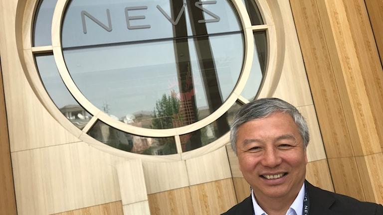 Nevs ägare Kai Johan Jiang utanför företagets huvudkontor i Peking