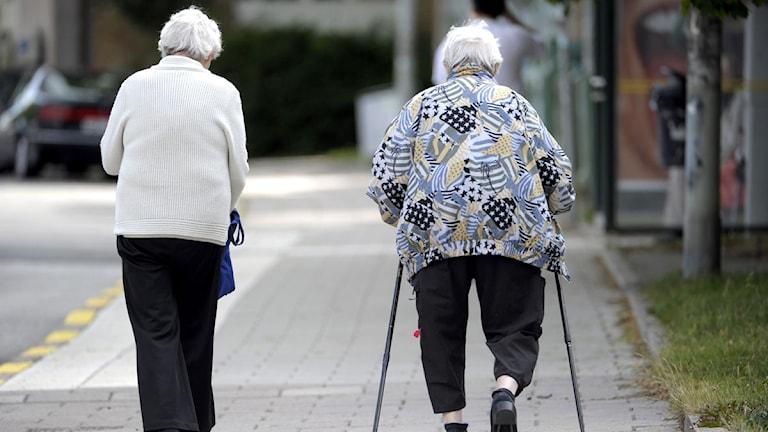 Två ädre damer promenerar. Foto: Janerik Henriksson/Scanpix.