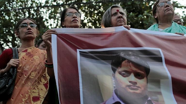 Bloggaren Ananta Bijoy Das hackades till döds av en grupp män beväpnade med machetes.