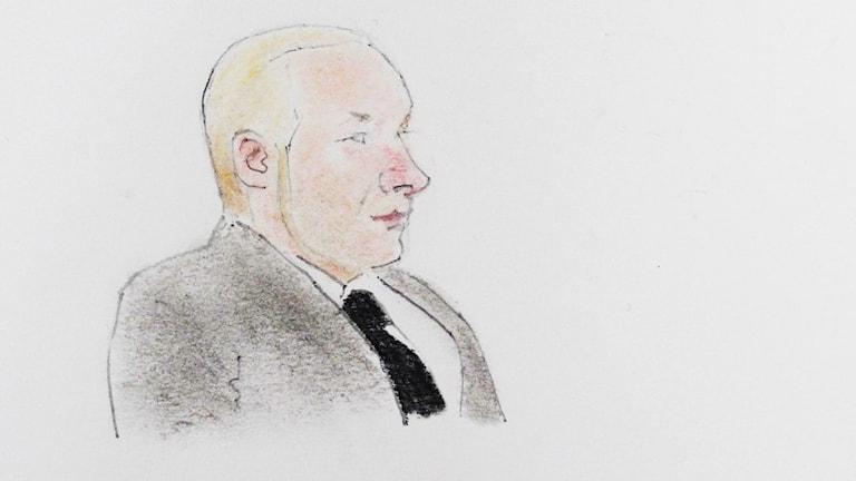 Anders Behring Breivik i tingsrätten i Oslo. Tecknare: Arne Roar Lund/Scanpix.