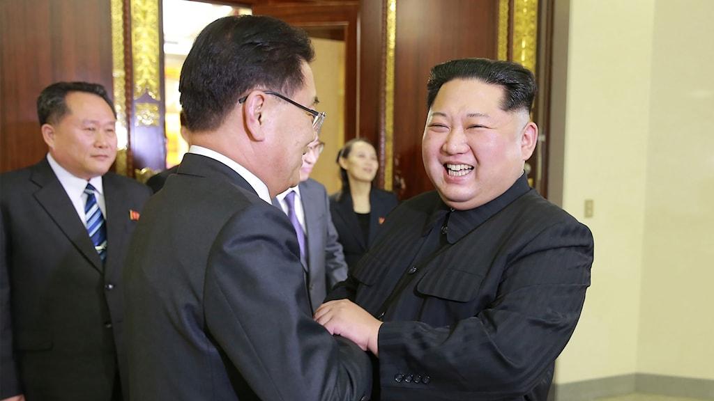 Kim Jong-Un välkomnar en en sydkoreansk delegation