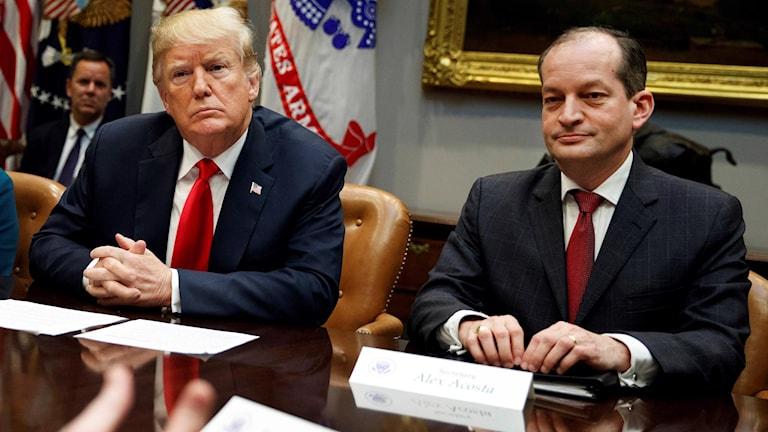Alexander Acosta tillsammans med Donald Trump.