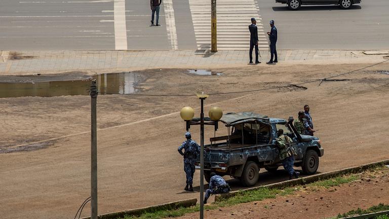 Säkerhetsstyrkor i centrala Addis Ababa på söndagen.