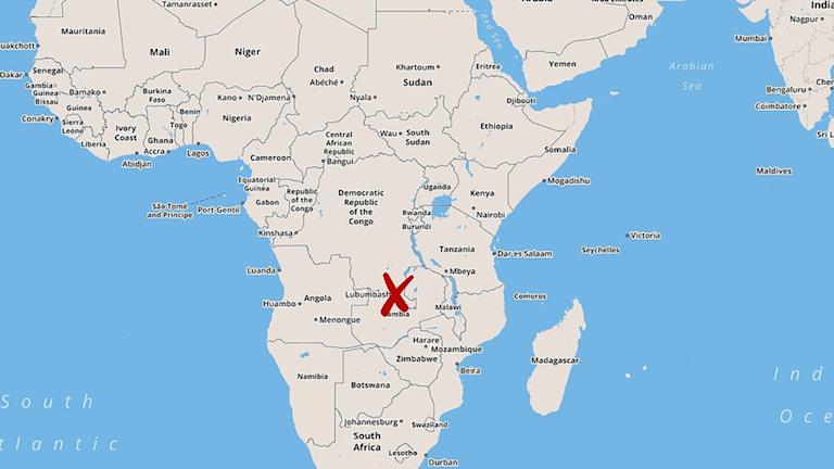Karta över Afrika där olycksplatsen har märkts med ett rött kryss.