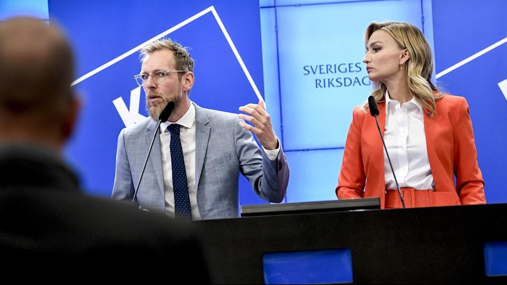 Kristdemokraternas ekonomisk-politiske talesperson Jakob Forssmed och partiledare Ebba Busch presenterar sitt budgetalternativ