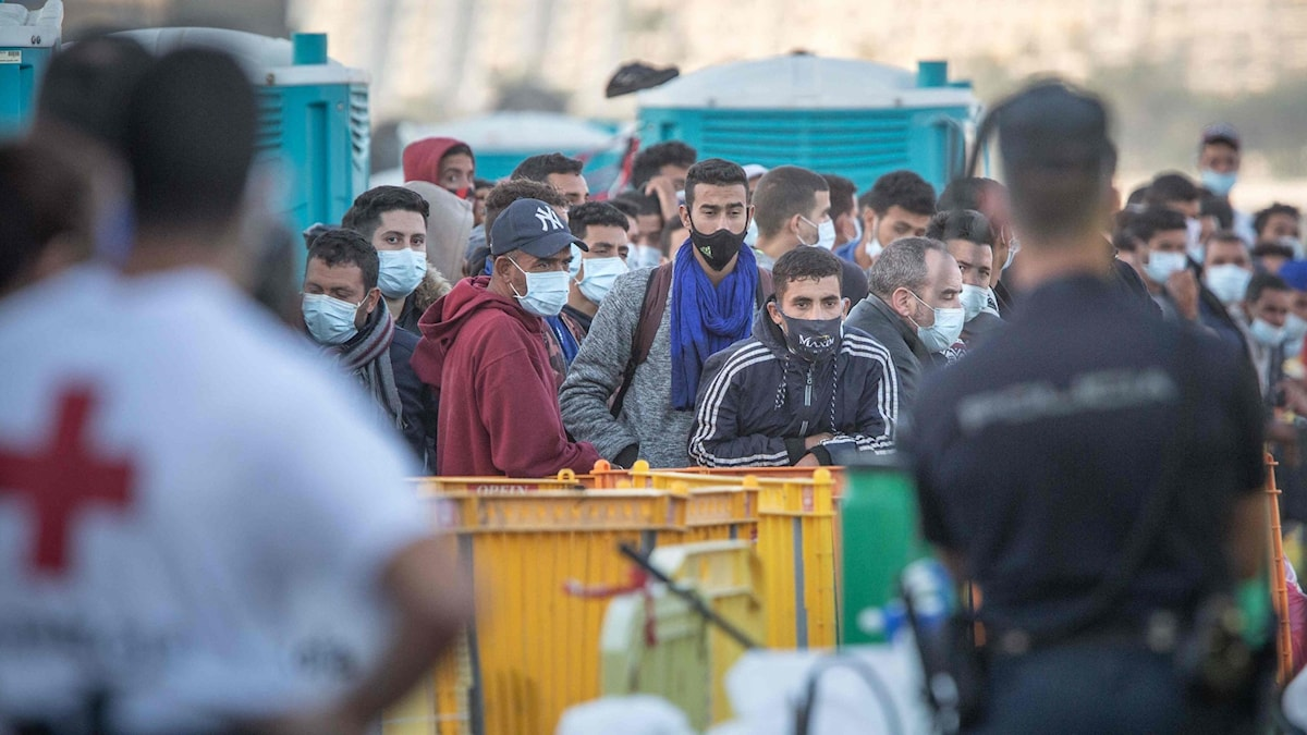 Migranter i fiskehamnen Arguinguín på södra Gran Canaria.