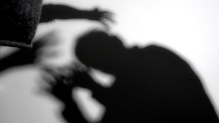 Arrangerad bild av misshandel
