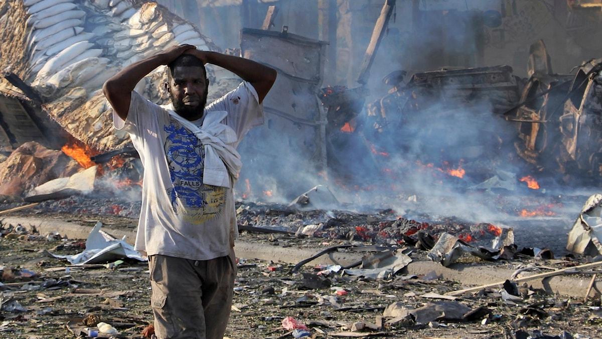 Bombdåd i Mogadishu krävt nära 200 liv