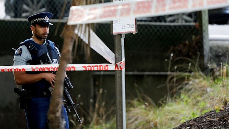 Nyzeeländsk polis vid moskén Masjid Al Noor mosque.
