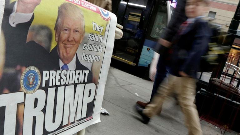 Seger som president Donald Trump på en nyhetsleverantör bord på New Yorks Upper West Side